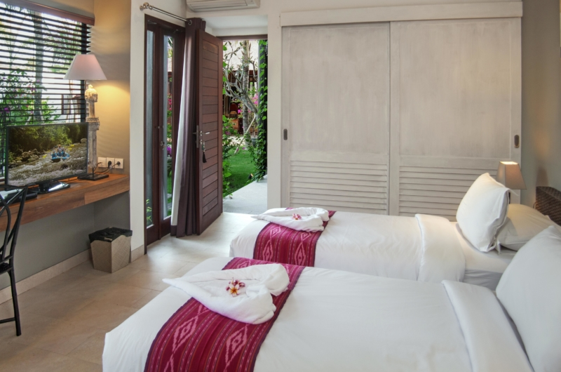 Twin Bedroom with TV - Villa Abakoi - Seminyak, Bali