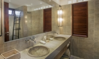 En-Suite His and Hers Bathroom - Villa Abakoi - Seminyak, Bali