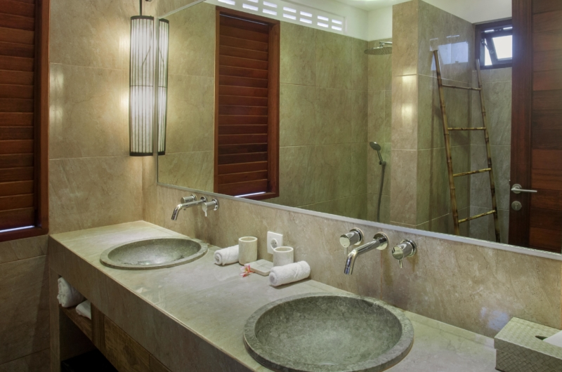 En-Suite His and Hers Bathroom with Mirror - Villa Abakoi - Seminyak, Bali