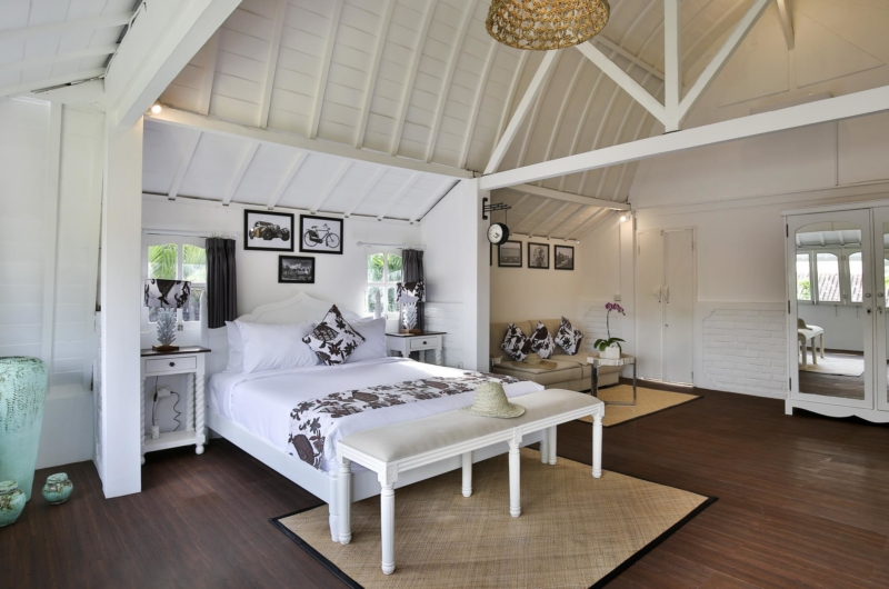 Bedroom with Wooden Floor - Villa Abida - Seminyak, Bali
