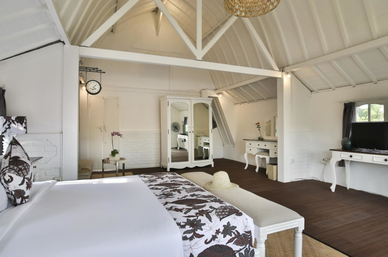 Spacious Bedroom with TV - Villa Abida - Seminyak, Bali