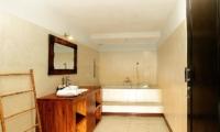 Bathroom with Bathtub - Villa Abimanyu II - Seminyak, Bali