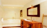 En-Suite Bathroom - Villa Abimanyu II - Seminyak, Bali