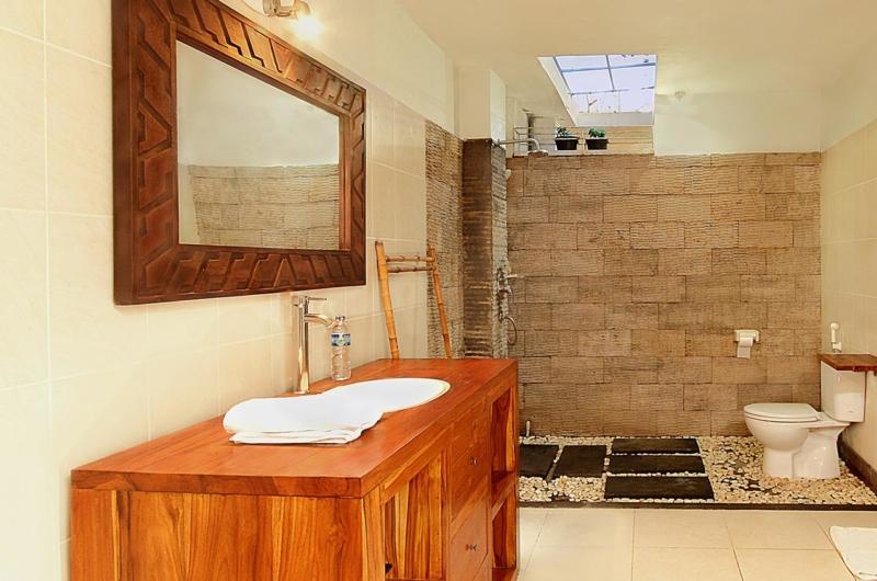 Bathroom with Mirror - Villa Abimanyu II - Seminyak, Bali