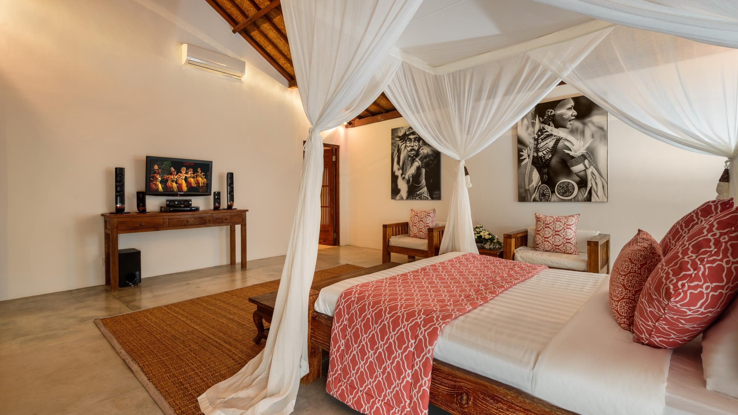 Bedroom with TV and Paintings - Villa Ace - Seminyak, Bali