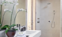 Bathroom with Shower - Villa Adasa - Seminyak, Bali