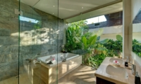 En-Suite Bathroom with Bathtub - Villa Aiko - Jimbaran, Bali