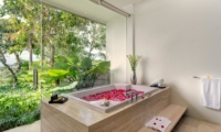 Bathtub with Rose Petals - Villa Aiko - Jimbaran, Bali