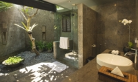 Semi Open Bathroom - Villa Alabali - Seminyak, Bali