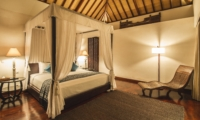 Bedroom with Four Poster Bed - Villa Alabali - Seminyak, Bali