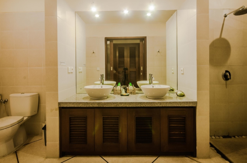 His and Hers Bathroom with Mirror - Villa Alam - Seminyak, Bali