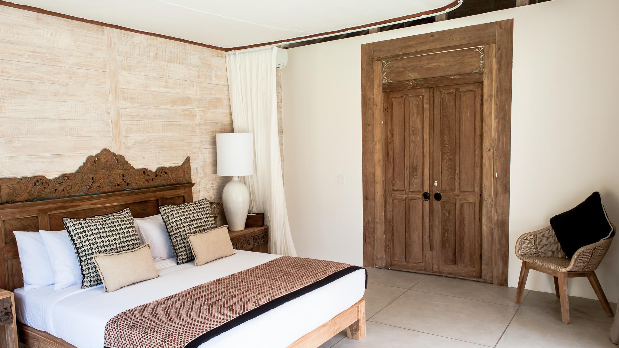 Bedroom with Chair - Villa Alea - Kerobokan, Bali
