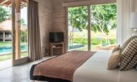 Bedroom with TV - Villa Alea - Kerobokan, Bali