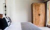 Bedroom with Outdoor View - Villa Alea - Kerobokan, Bali