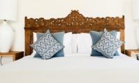 Bedroom with Lamps - Villa Alea - Kerobokan, Bali