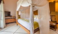 Four Poster Bed with TV - Villa Alore - Seminyak, Bali