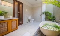En-Suite Bathroom with Bathtub - Villa Alore - Seminyak, Bali