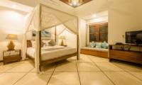 Bedroom with Seating Area - Villa Alore - Seminyak, Bali