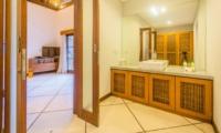 Bathroom with Mirror - Villa Alore - Seminyak, Bali