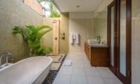 Semi Open Bathroom with Mirror - Villa Alore - Seminyak, Bali