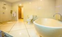Bathroom with Bathtub - Villa Alore - Seminyak, Bali