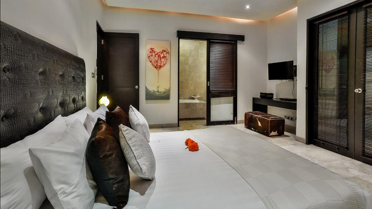 Bedroom and Bathroom - Villa Amala Residence - Seminyak, Bali