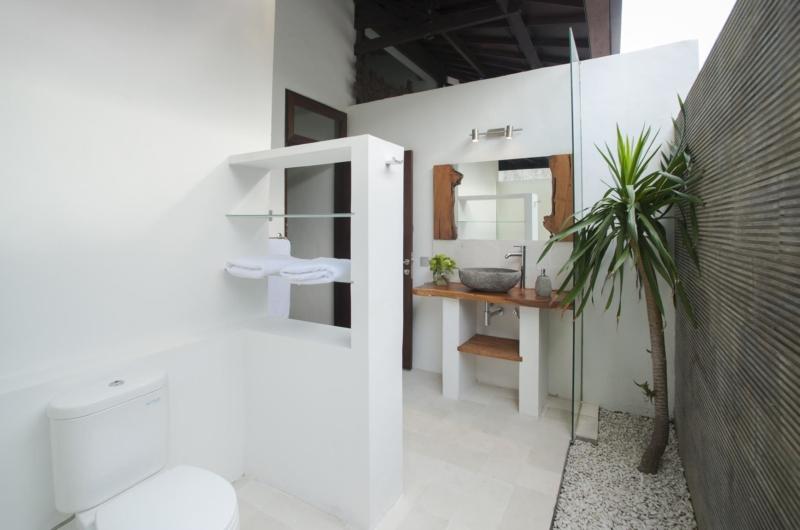 Bathroom with Mirror - Villa Amaya - Seminyak, Bali