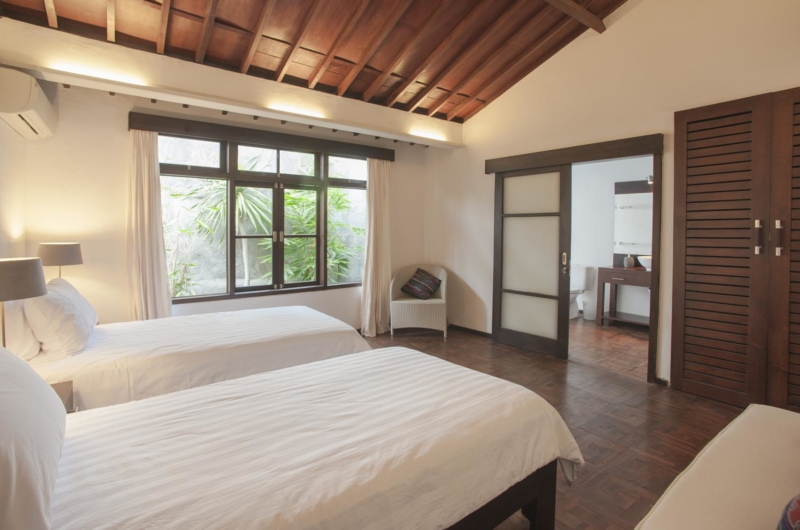 Twin Bedroom and Bathroom - Villa Amaya - Seminyak, Bali