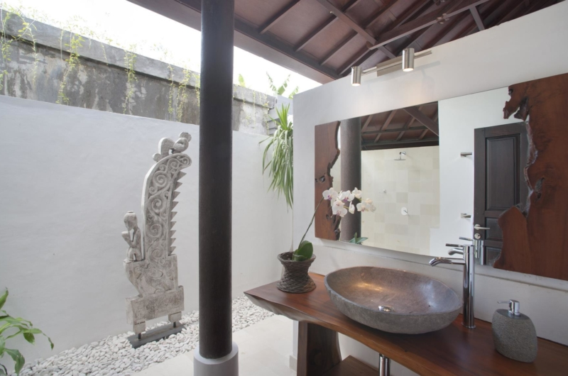 Semi Open Bathroom with Mirror - Villa Amaya - Seminyak, Bali