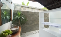 En-Suite Bathroom with Mirror - Villa Amaya - Seminyak, Bali