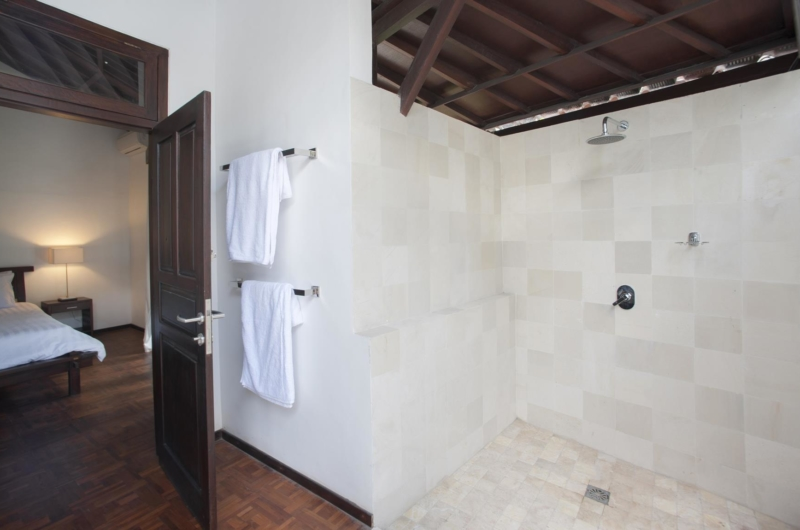 Bedroom and En-Suite Bathroom - Villa Amaya - Seminyak, Bali