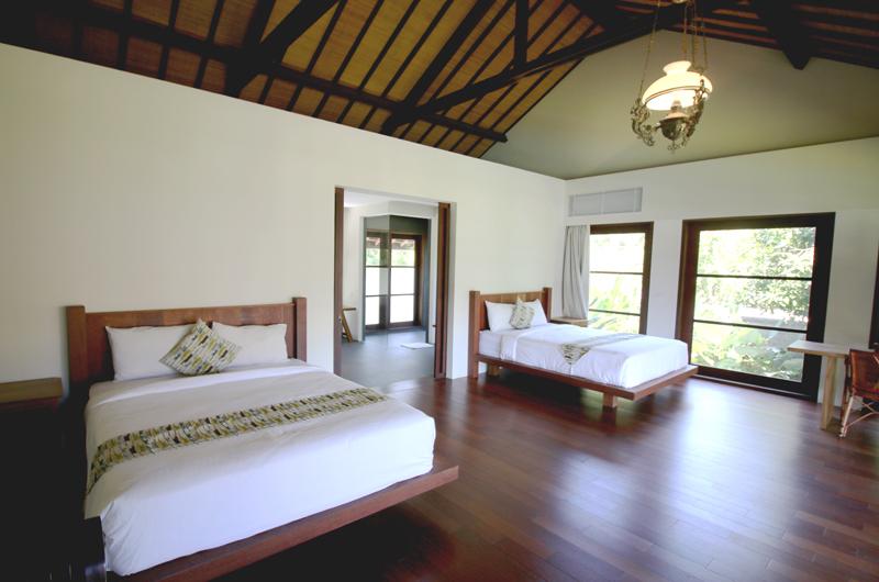Twin Bedroom with Wooden Floor - Villa Amita - Canggu, Bali