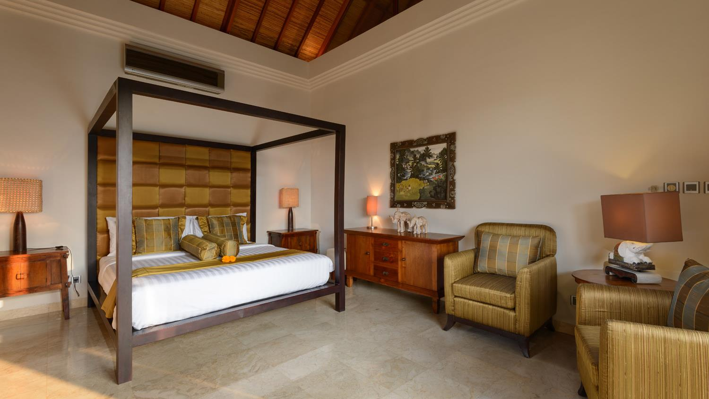 Four Poster Bed - Villa Amman Residence - Seminyak, Bali