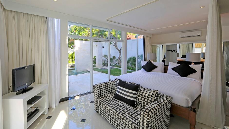 Bedroom with TV - Villa Amore - Seminyak, Bali