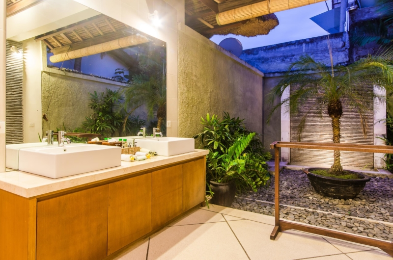 His and Hers Bathroom - Villa An Tan - Seminyak, Bali