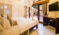 Twin Bedroom with Pool View - Villa An Tan - Seminyak, Bali