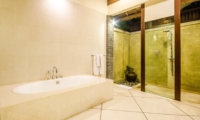 Bathroom with Bathtub and Shower - Villa An Tan - Seminyak, Bali
