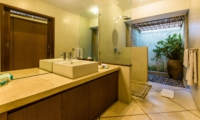 Bathroom with Shower - Villa An Tan - Seminyak, Bali