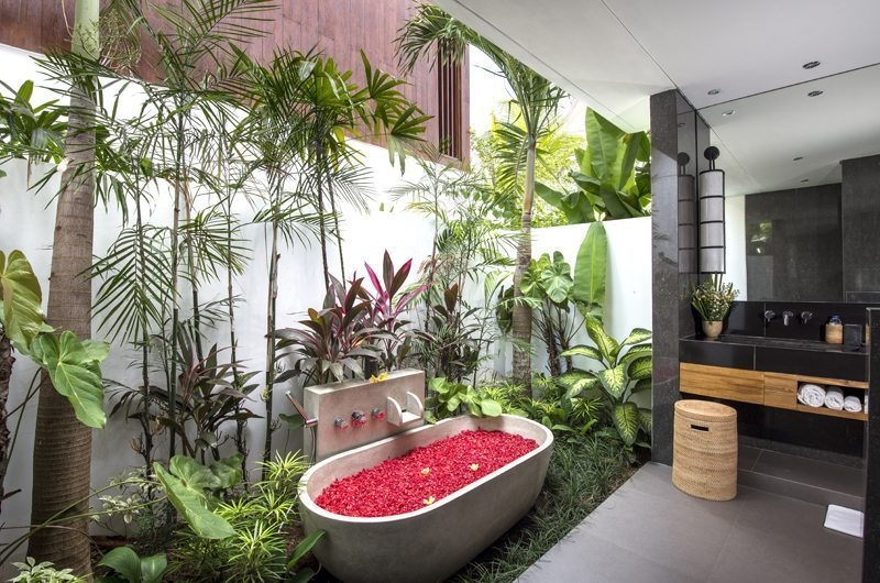 Romantic Bathtub Set Up - Villa Anam - Seminyak, Bali
