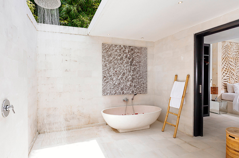 Bathroom with Bathtub - Villa Anucara - Seseh, Bali