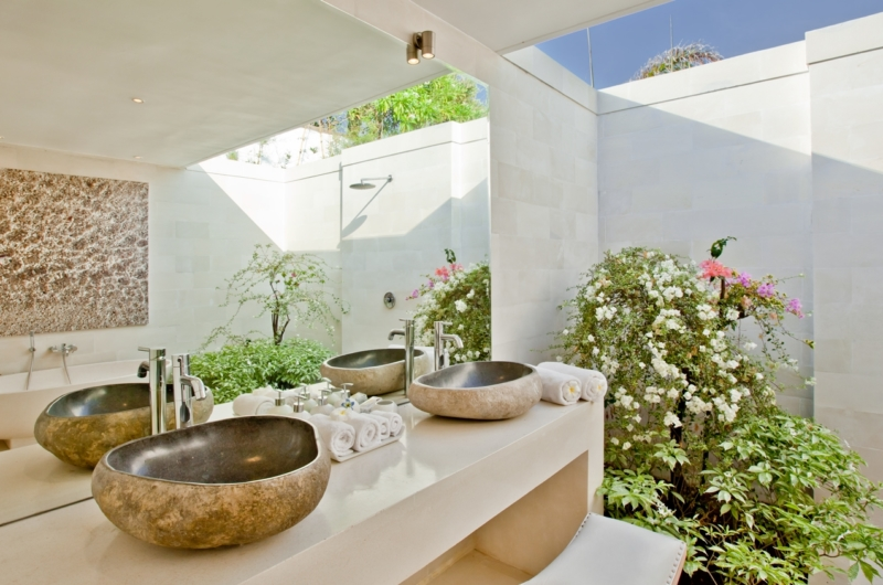 His and Hers Bathroom with Mirror - Villa Anucara - Seseh, Bali