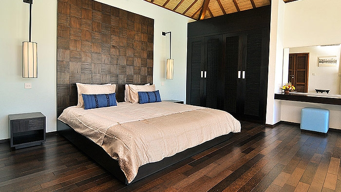 Bedroom with Wooden Floor - Villa Arama Riverside - Seminyak, Bali
