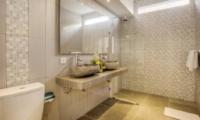 Bathroom with Mirror - Villa Arria - Seminyak, Bali