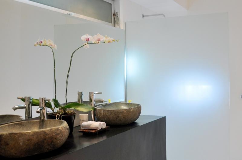 His and Hers Bathroom with Mirror - Villa Arta - Seminyak, Bali
