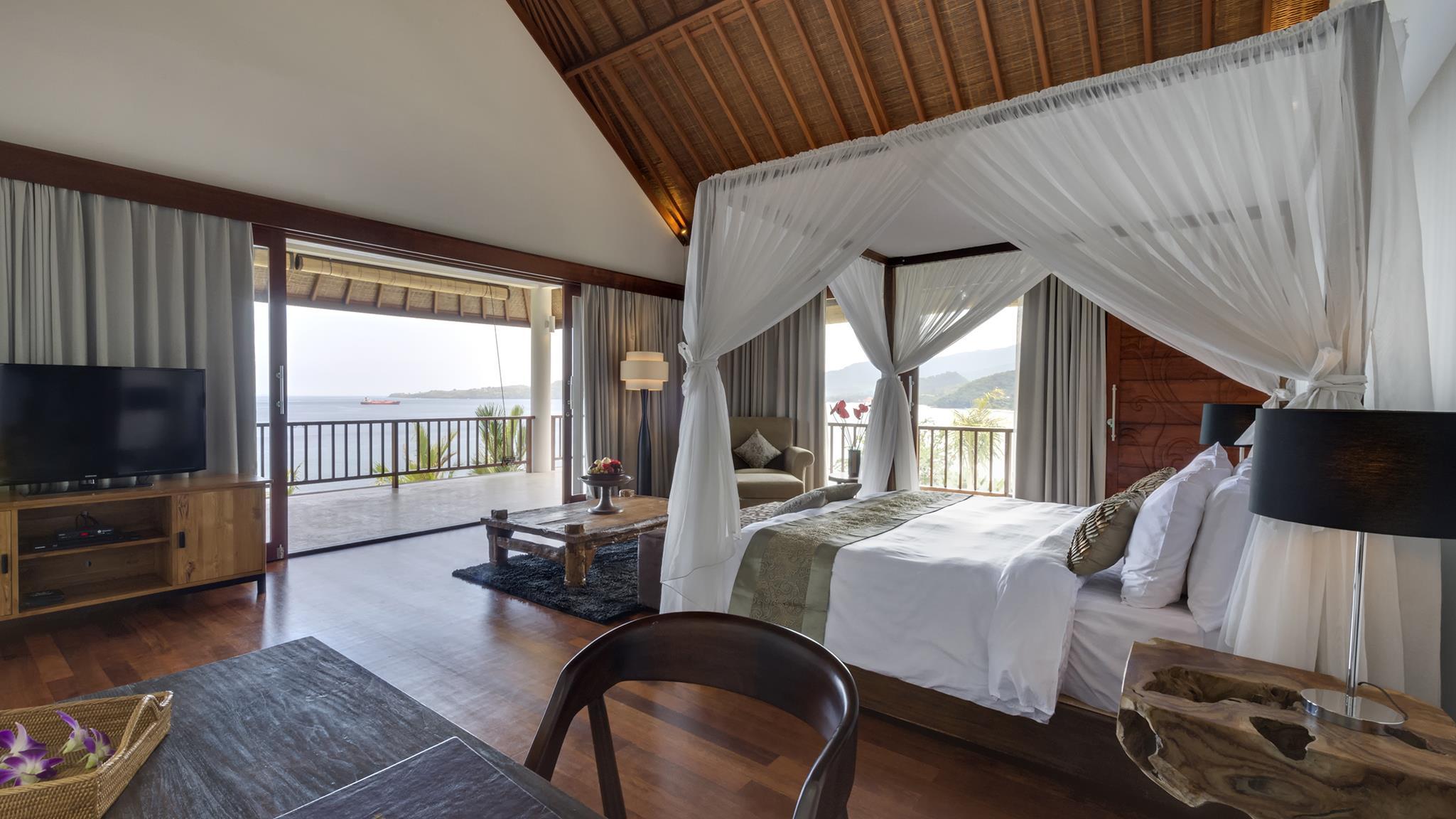 Bedroom and Balcony - Villa Asada - Candidasa, Bali