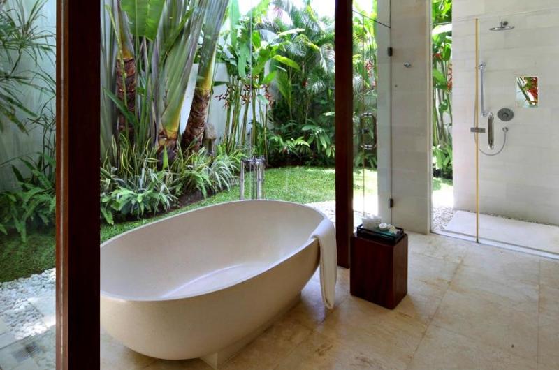 Bathtub with View - Villa Asante - Canggu, Bali