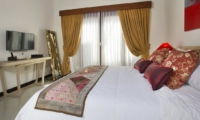 Bedroom with TV - Villa Ashna - Seminyak, Bali