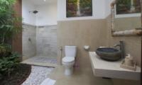 Semi Open Bathroom - Villa Ashna - Seminyak, Bali