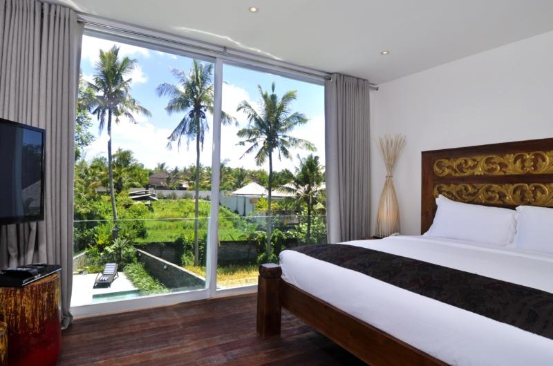 Bedroom with TV - Villa Ashoka - Canggu, Bali