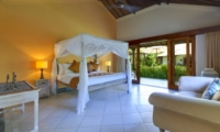 Bedroom with Four Poster Bed - Villa Asmara - Seseh, Bali